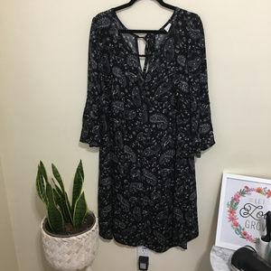Paisley print bell sleeve keyhole dress